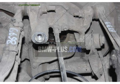 Опора подшипника колеса задняя левая BMW 33326770905