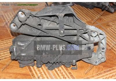Поперечная балка крепления КПП BMW 22326777615