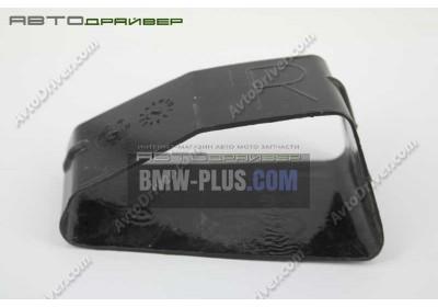 Соединение воздуховода кондиционера в задней правой части салона BMW 7' E66 E67  51437032958